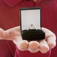 Чему человек кольцо снится молодой к дарит если