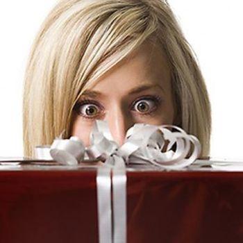 Есть некоторые виды подарков, которые не стоит дарить на работе..