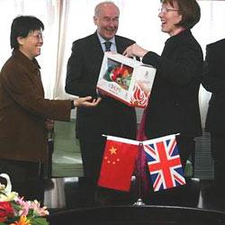 Если Вы собираетесь в деловую поездку в Китай, то Вам непременно стоит изучить культуру дарения бизнес-подарков в этой стране.