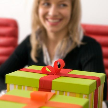 Для сотрудников подарок 454